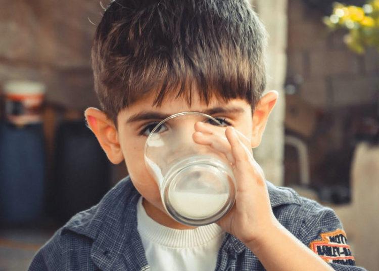 Bebida de coco para niños y adultos