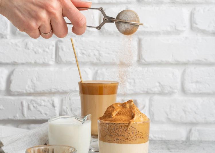 Preparación de la crema para el café dalgona