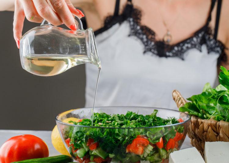 Vinagreta para la ensalada mediterránea
