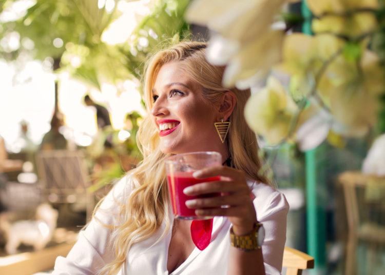 Bebe jugo de frutas y vegetales al menos 3 veces a la semana