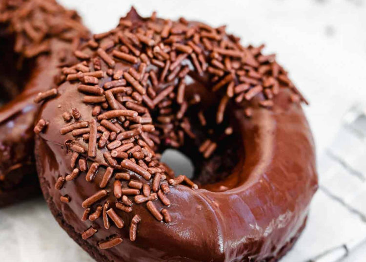 Donas de chocolate horneadas: tienen un rico sabor a pastel
