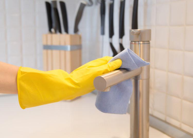 Deja la cocina y los utensilios brillosos