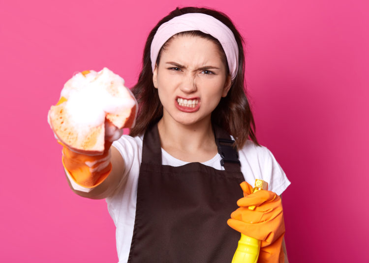 Trucos para limpiar el inodoro con vinagre o bicarbonato de sodio