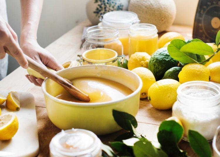 Preparación del dulce con leche condensada