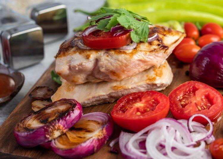 Pechuga al horno con vegetales