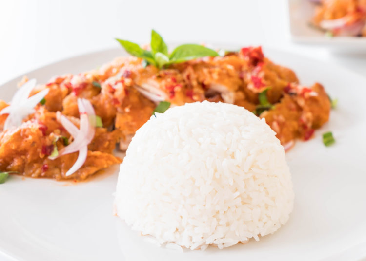 Sirve con arroz, ensalada, puré, granos o sopas