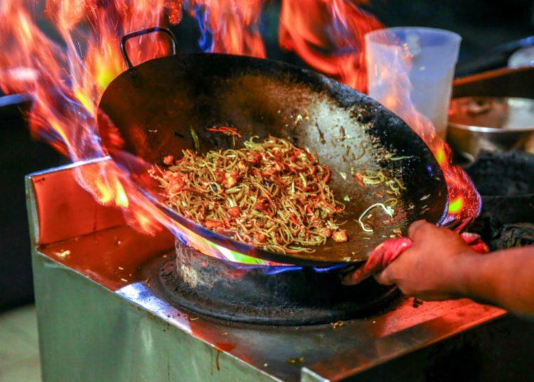 Usa wok o sartén para preparar esta comida