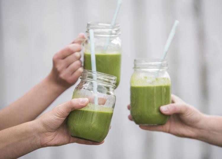 Jugos verdes para bajar la inflamación abdominal y limpiar el organismo