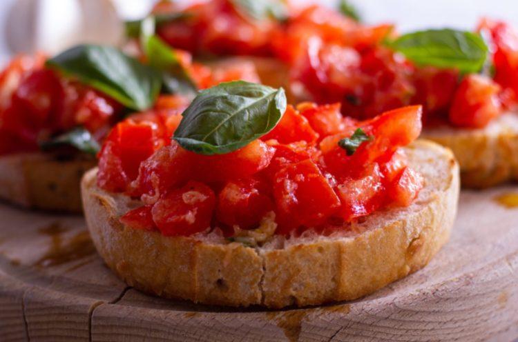 Bruschettas italianas con tomate (Tostadas)