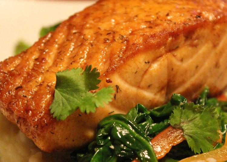 Salmón en salsa de soya y miel: aprende a comer rico y sano con esta preparación