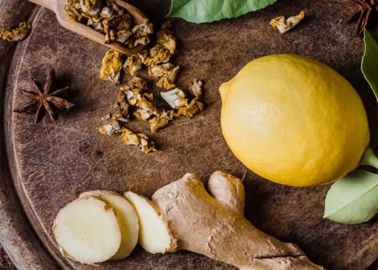 Colócale cúrcuma o limón al té