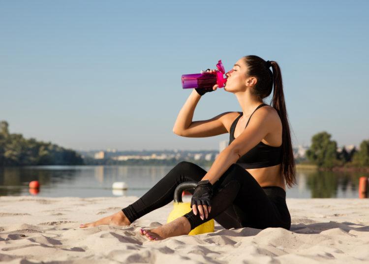Toma poca agua durante el descanso de cada movimiento