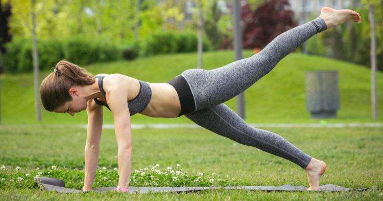 5 ejercicios para redondear, tonificar y levantar glúteos: practícalos si tienes 40 años o más