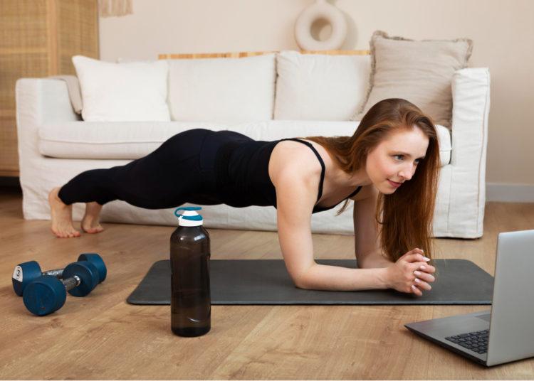 Mantén la cadera alineada con los hombros y el abdomen