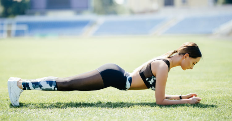 Cómo hacer plancha abdominal en diferentes tiempos para ver mejores resultados