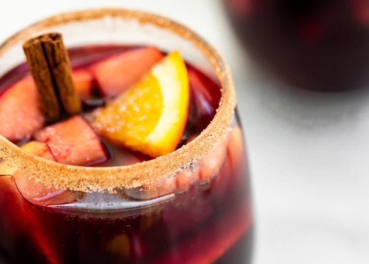Cómo hacer sangría con sidra de manzana y frutas para tus celebraciones íntimas: prepárala en 3 pasos