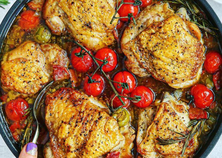 Pollo al estilo siciliano (con romero, tomate y aceite de oliva)