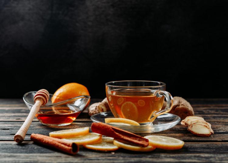 Beneficios del té de canela, cómo tomarlo y 5 formas de prepararlo para cuidar tu salud