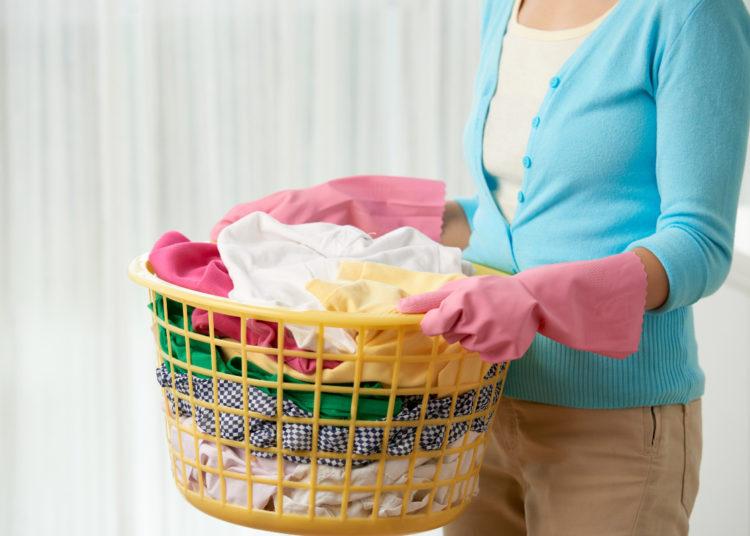 Cesta de todas las prendas al terminar de lavar la ropa